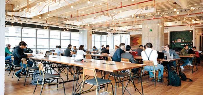 escritorios moviles en oficina coworking