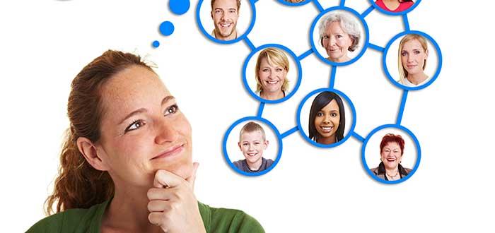 mujer pensando para qué sirve el networking