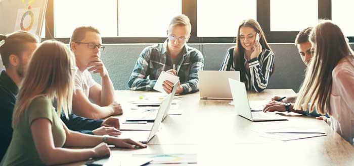equipo de trabajo en exceso de reuniones