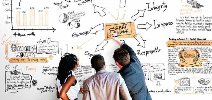 miembros-equipo-trabajo-solucionando-problemas-juntos