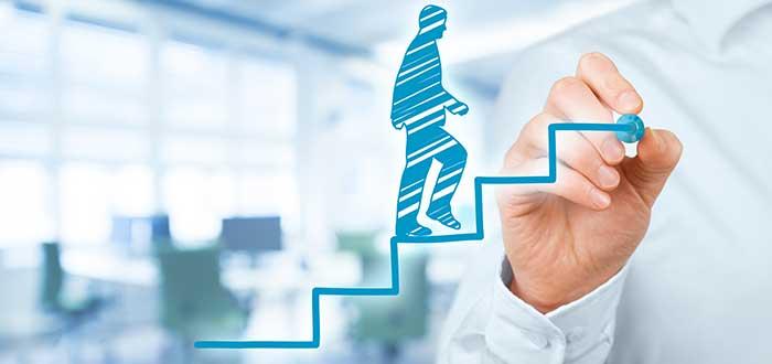 crecimiento-profesional-hombre-subiendo-escalera-motivación-del-equipo-de-trabajo