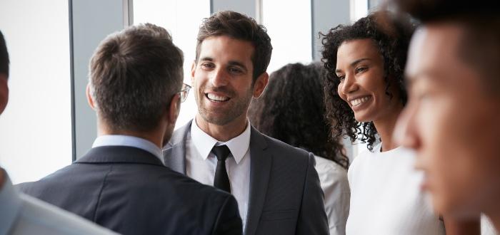emprendedor-cultiva-red-de-contactos