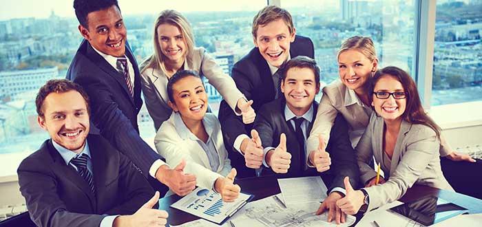 equipo-de-trabajo-sonrientes