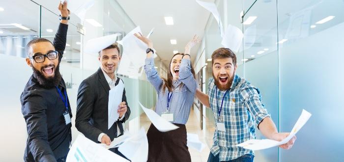 grupo de trabajadores felices