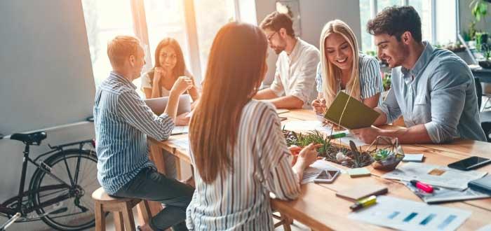 grupo-coworker-trabajando-en-conjunto