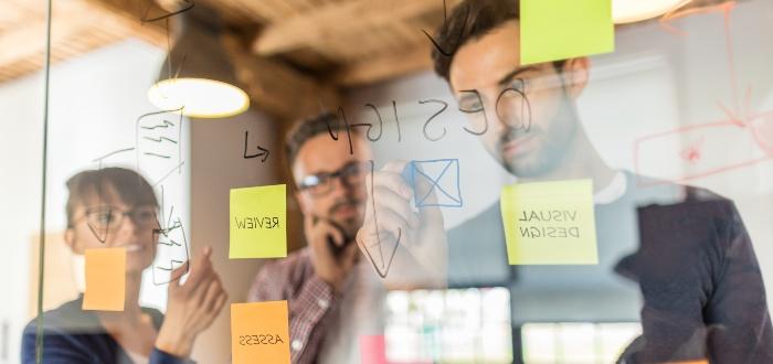 miembros-de-startup-trabajando