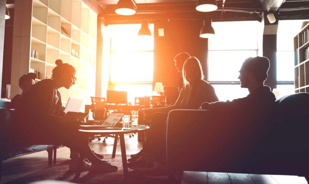 personas-en-coworking-networking