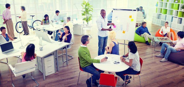 trabajadores-conviven-en-espacios-coworking