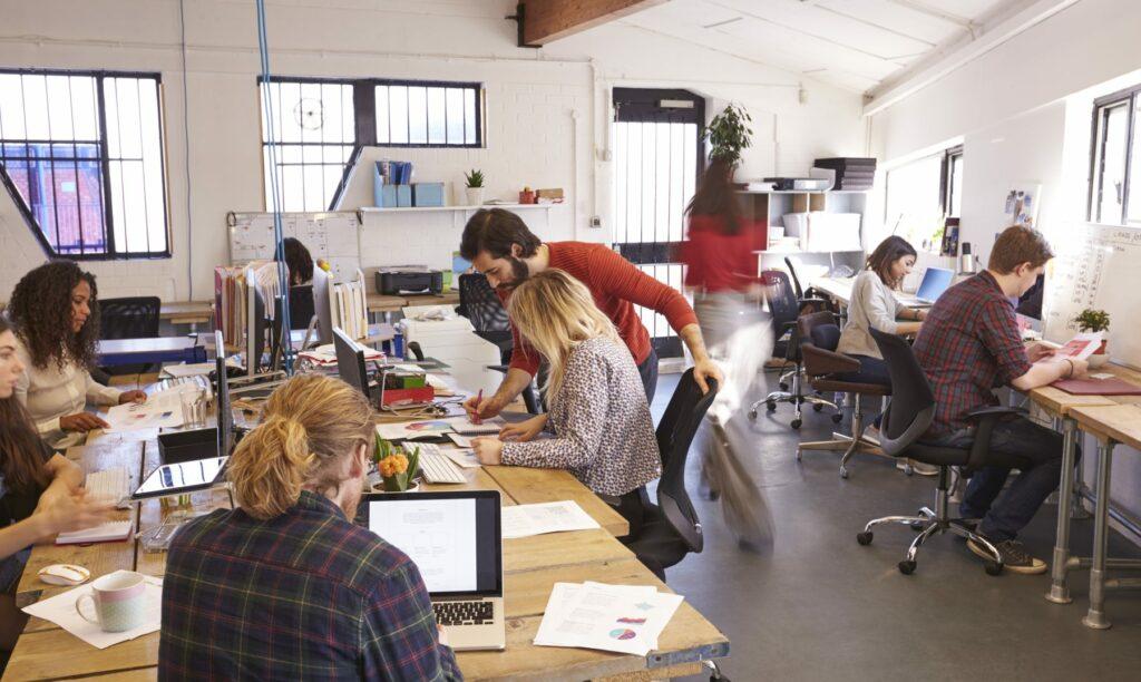 trabajadores-oficinas-compartidas
