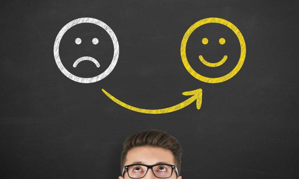 transicion-emoticono-triste-feliz-motivacion-equipo-trabajo