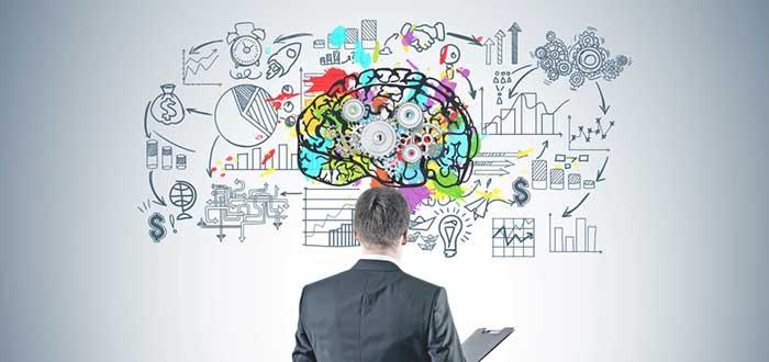 empresario-observando-las-ventajas-de-un-mind-map
