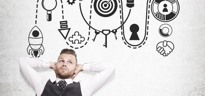 Hombre-piensa-cómo-funciona-la-aceleradora-de-negocios