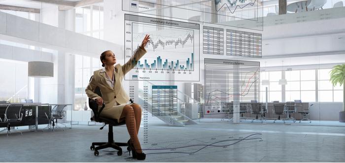 Mujer-maneja-oficina-virtual