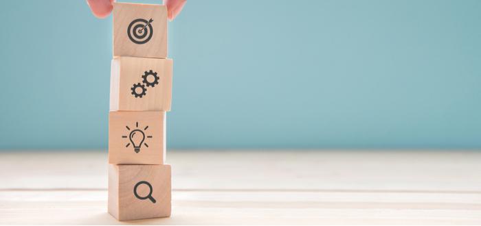 bloques-de-madera-que-muestran-caractaerísticas-de-los-objetivos