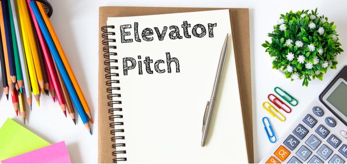 cuaderno-con-frase-elevator-pitch
