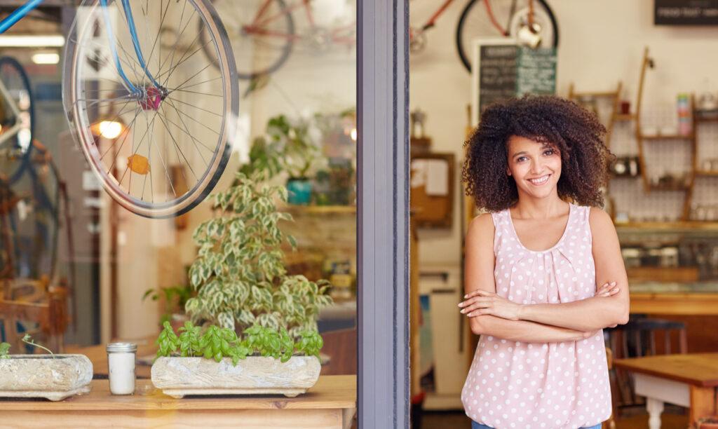 Mujer-con-cualidades-de-un-emprendedor-exitoso