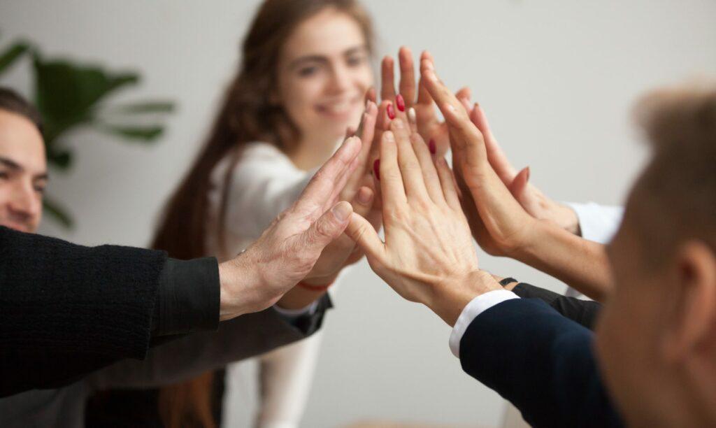 equipo-unido-por-coaching-organizacional