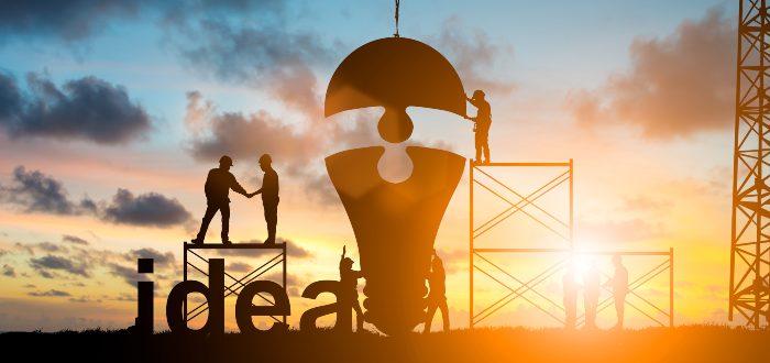 hombres-construyendo-ideas-juntos