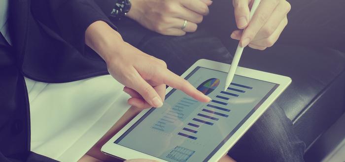Ejecutivos-revisan-cifras-de-una-empresa-unicornio