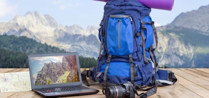 Maleta de viaje de un nómada digital