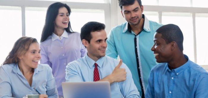Gerente generando expectativas a trabajadores   Teoría de las expectativas de Vroom