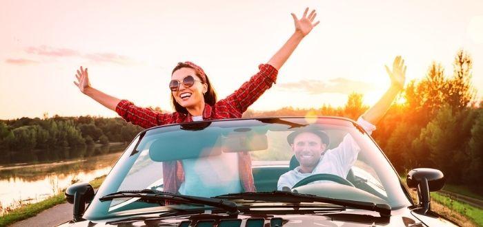 Joven motivada con los viajes   Motivación intríseca