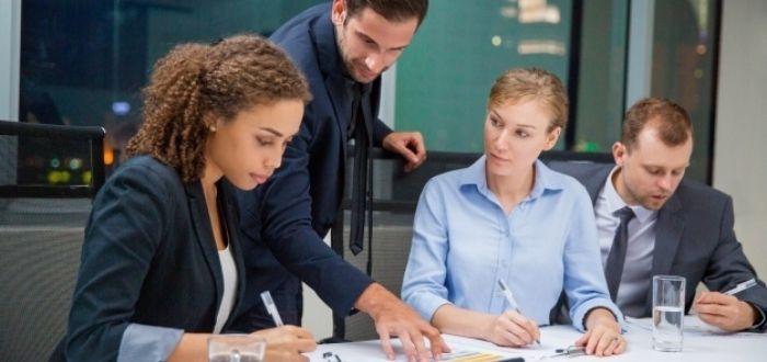 Equipo comunicándose   Características de un líder